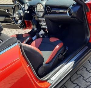 Innenpflege eines Mini Cooper S Cabrio